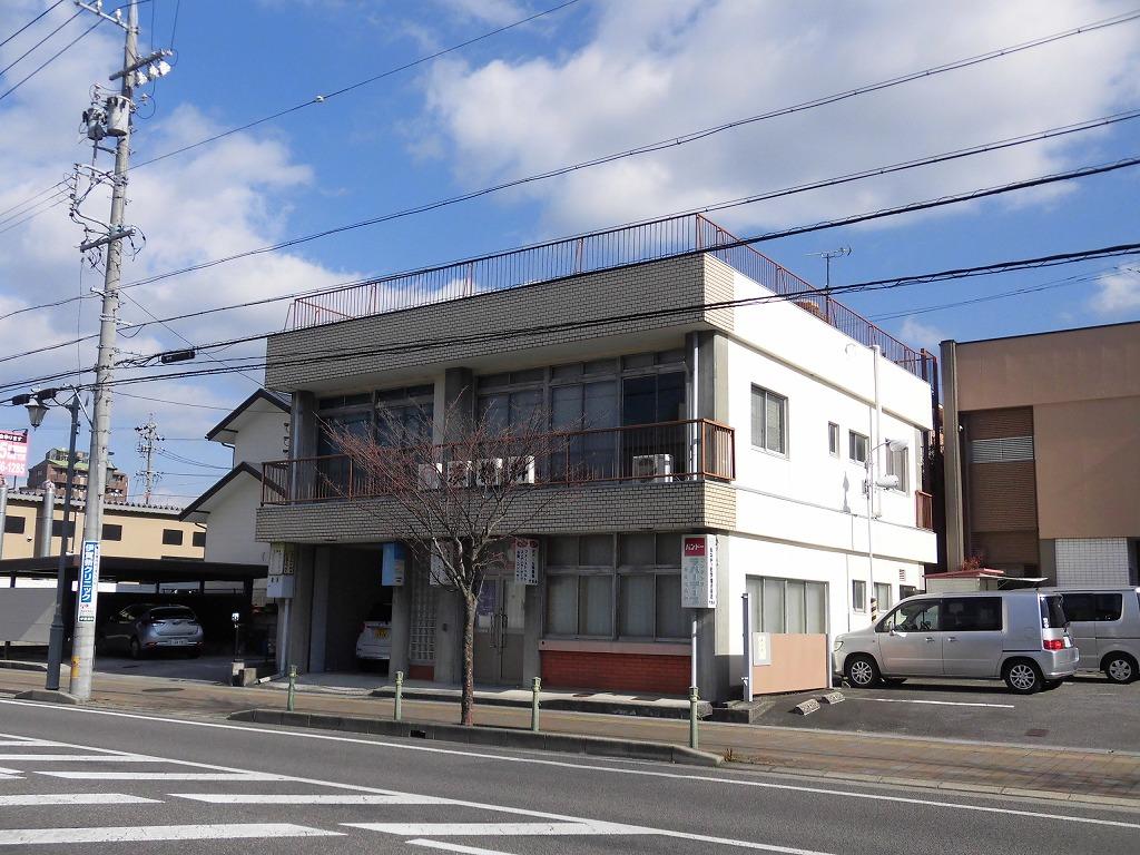 モダン通り沿い1棟貸し店舗事務所 ミニ倉庫付き♪ 駐車場8台分有♪