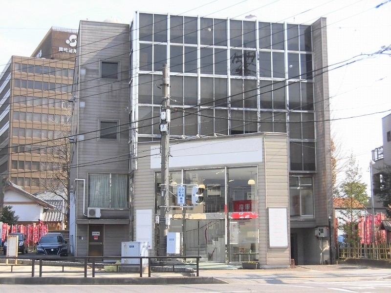 東岡崎駅から徒歩6分!1号線沿い駐車場付物件!視認性良好です!店舗などにおすすめ!