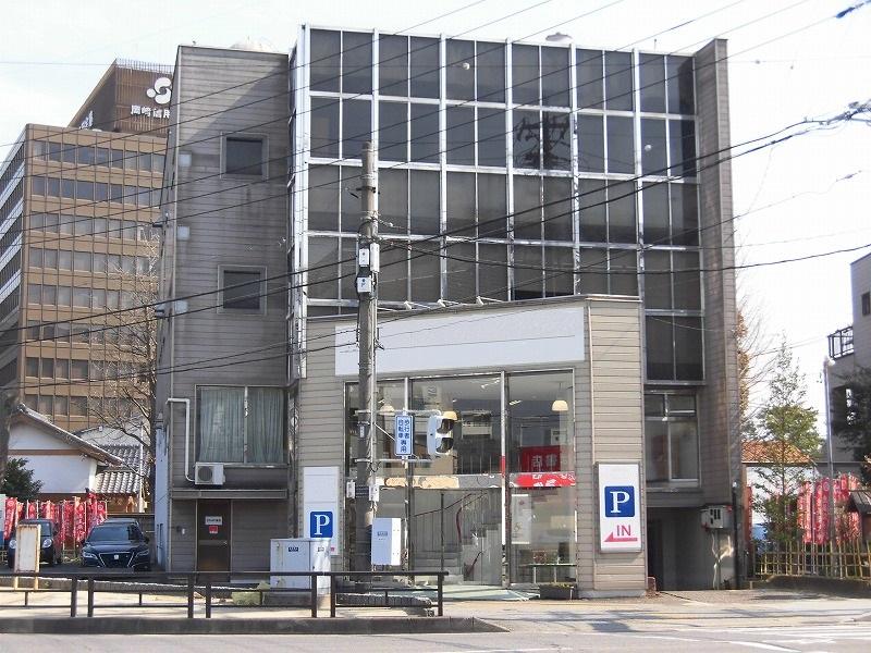 東岡崎駅徒歩6分♪1号線沿い駐車場付物件!!!