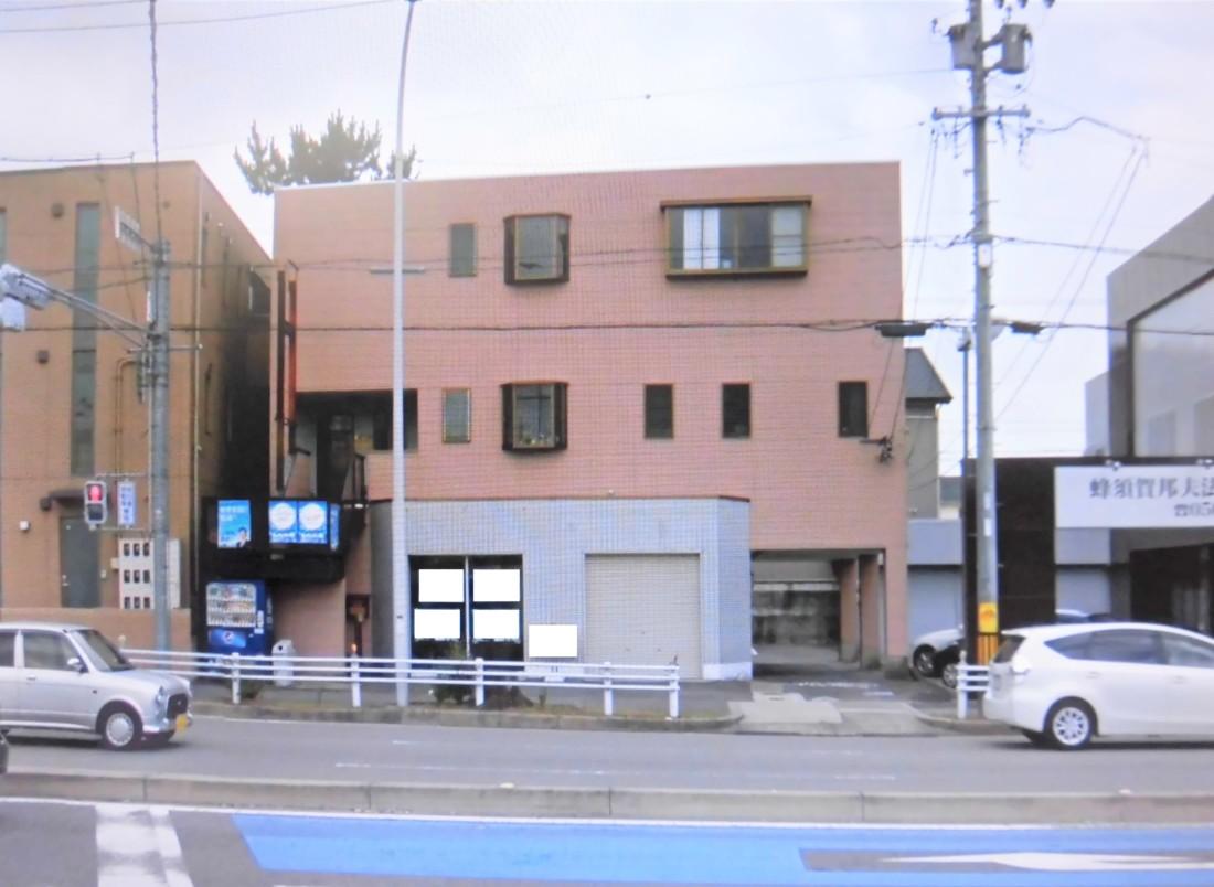 248号線沿い1階の貸店舗事務所です!駐車場4台込み!交通量の多い通り沿いなので集客率・視認性は良好です!店舗などにおすすめです!