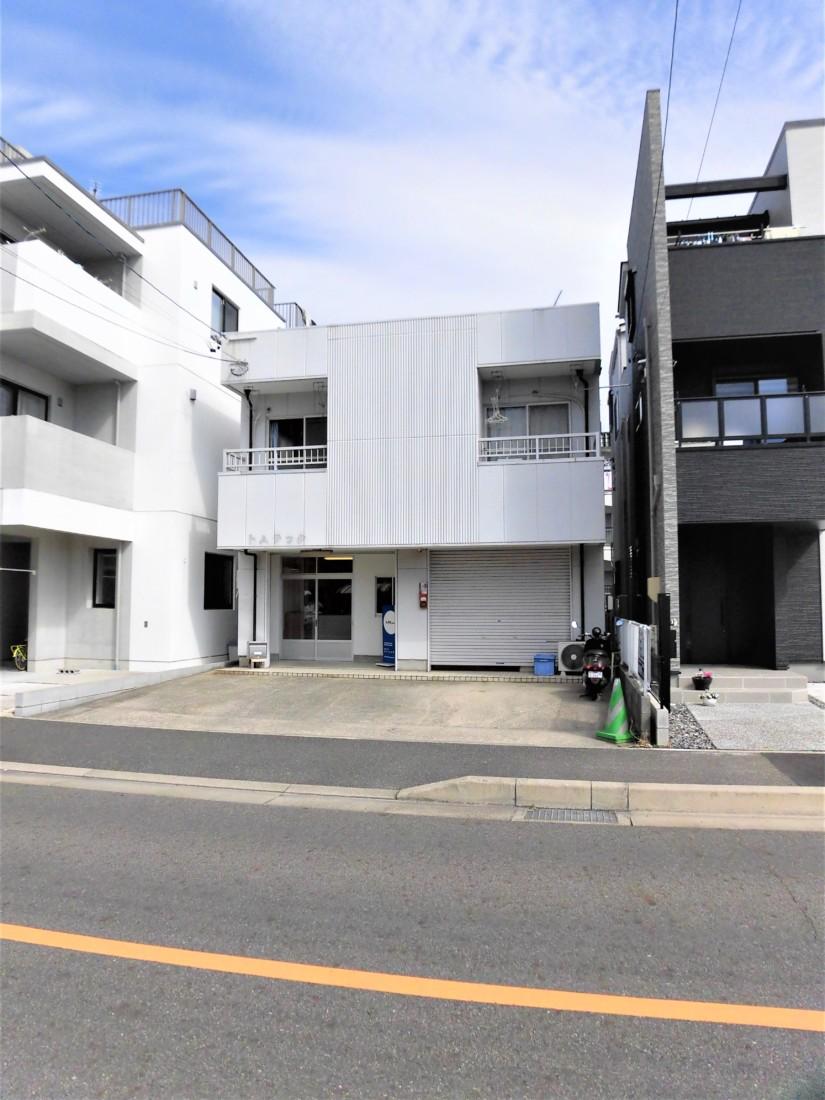 ロードサイド・1階・店舗前駐車場2台!小さい店舗・事務所お探しの方におすすめ!
