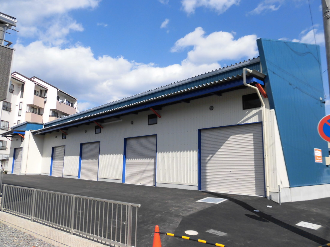 資材、道具置き場・中型倉庫・ガレージをお探しの方におすすめです!新築物件!敷地内アスファルト舗装・天井高5m!