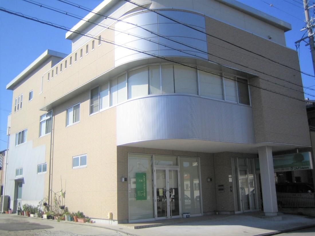 岡崎駅・シビックセンター・合同庁舎近く!敷地内に指定駐車場2台、来客者駐車場2台あります!事務所をお探しの方におすすめ!